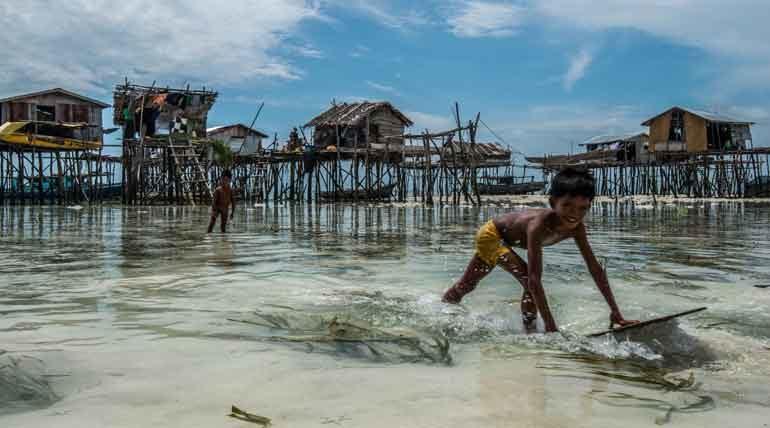 Pulau Selakan by Johnjo Deery