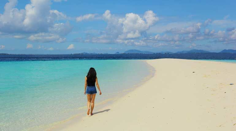 A large sandbank on Sibuan that is perfect for picnics.