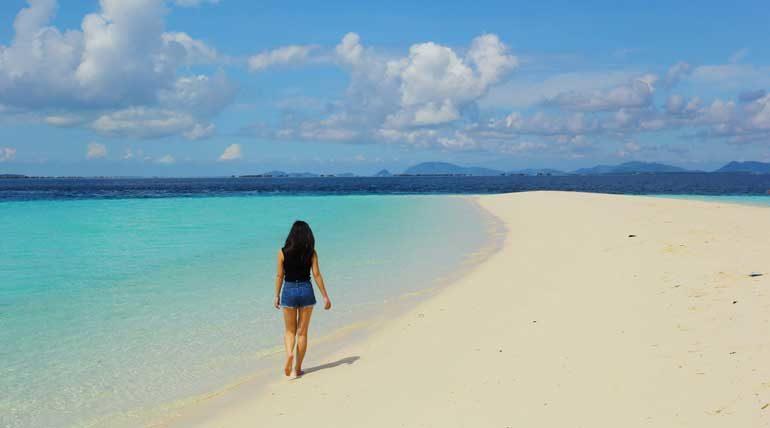 A large sandbank great for picnics on Pulau Sibuan.